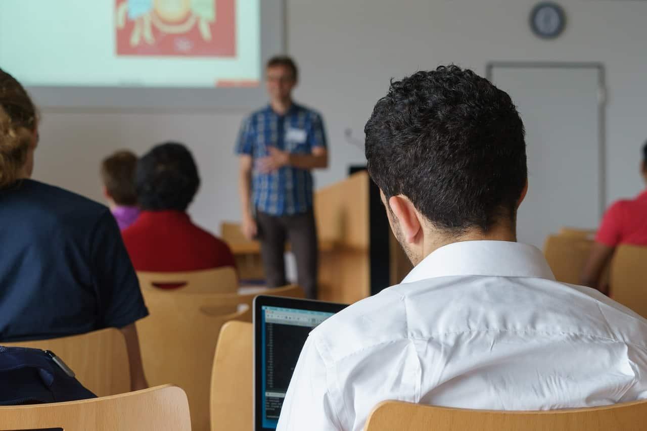 Im Artikel werden aktuelle Tipps und Trends zum Coaching für Führungskräfte aufgezeigt